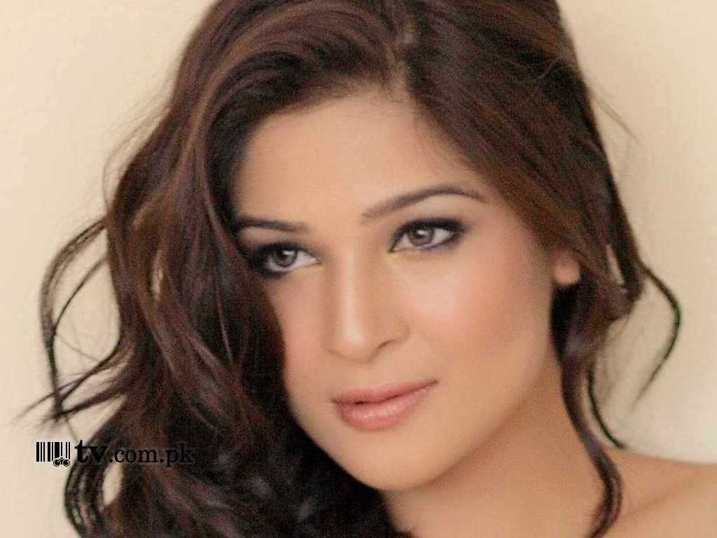 Ayesha Omar Wallpaper 11