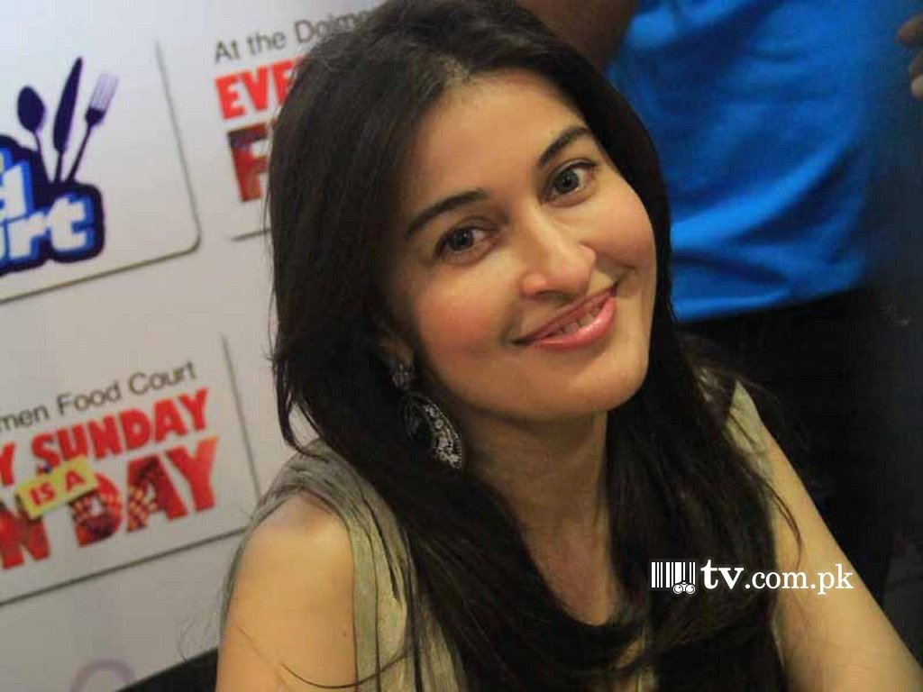 Shaista Wahidi Morning Show Dresses - Viewing Gallery