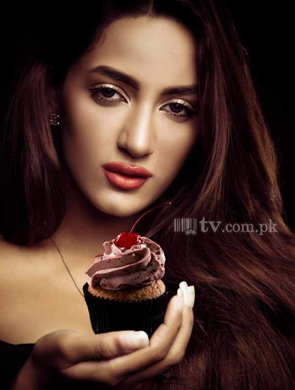 Mathira Hot Sexy Pose for Indian Magazine  Picture 2383  Tvcompk -> Pose Télévision
