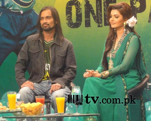 Nida Yasir on sets of Good Morning Pakistan Image 1