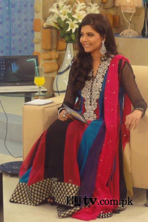 Nida Yasir on sets of Good Morning Pakistan Image 3